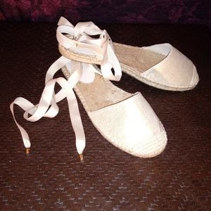 Ann taylor Loft ballerina lace flats nwot!